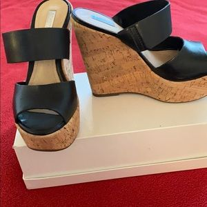 Schultz black double banded wedges